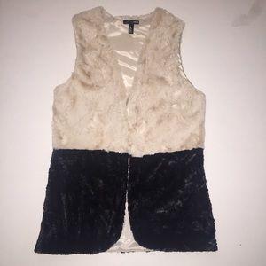 AQUA Cream and Black Vest Size M💜